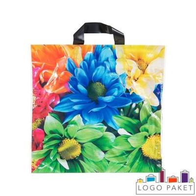 Пакет с логотипом с петлевой ручкой с донной складкой и подворотом с цветами