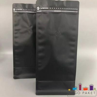 Черный пакет  для кофе с боковыми складками, клапаном дегазации и замком зип-лок