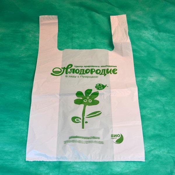 биоразлагаемый пакет майка с зеленым логотипом