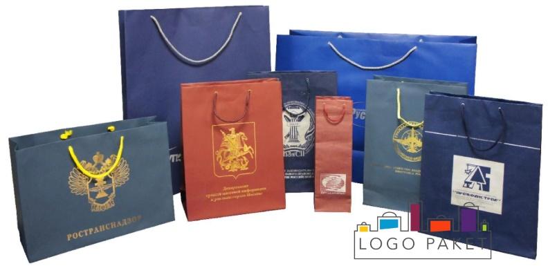 фирменные пакеты с логотипом бумажные в ассортименте.