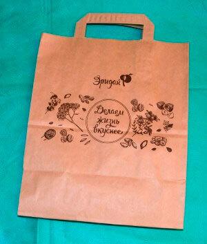 коричневый крафт пакет с логотипом в один цвет