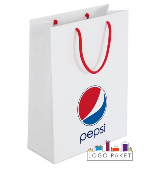 Примеры логотипов на сумке