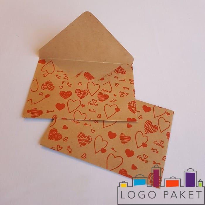 Крафт конверт с принтом сердечек