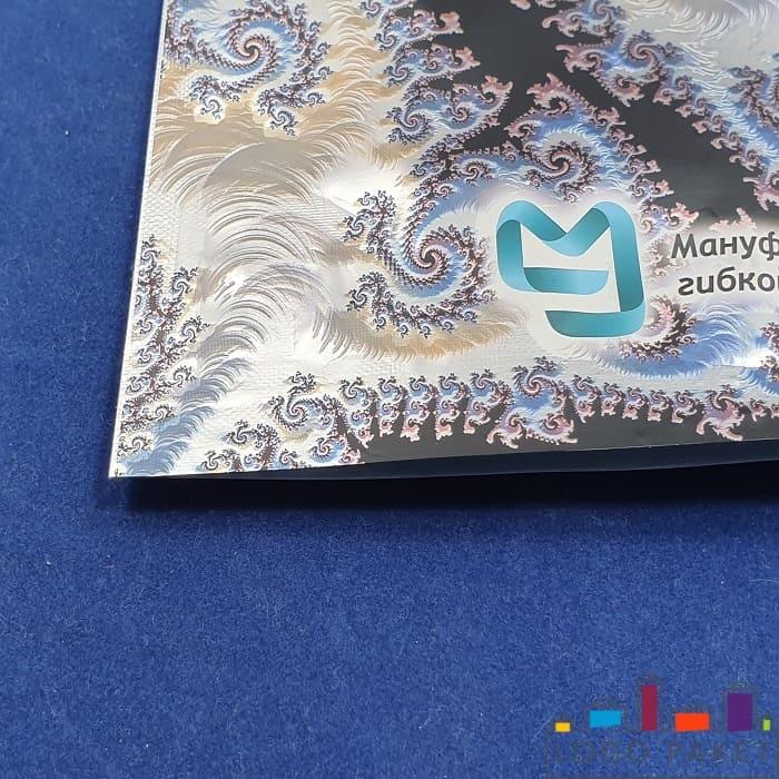 Печать логотипа на пакете дой пак с тремя отверстиями для пальцев