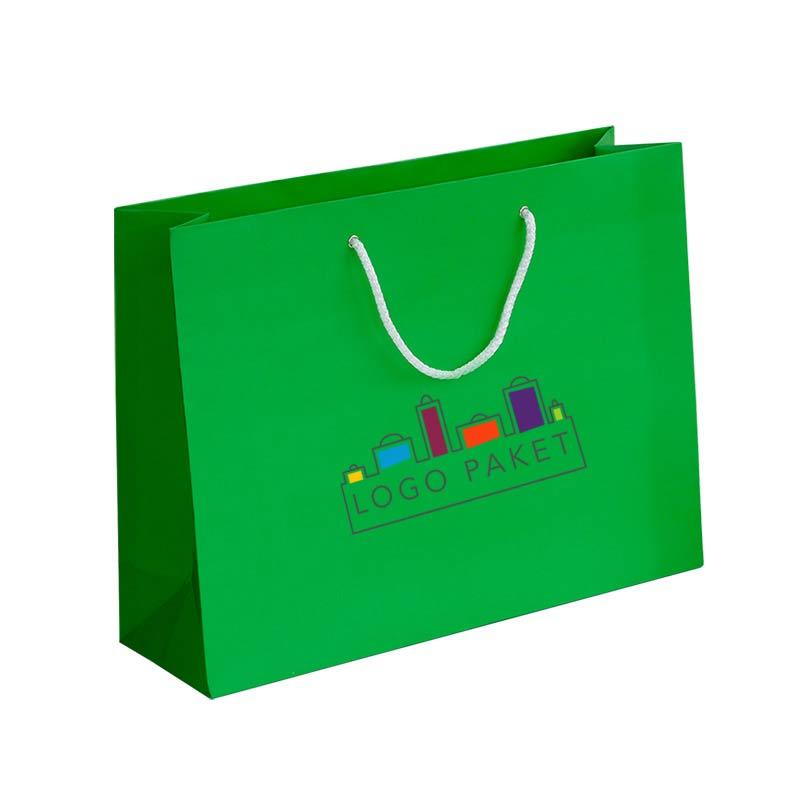 пакет с ручками из мелованной бумаги зеленая