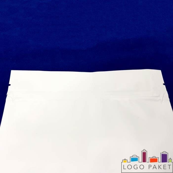 Верхняя часть дой пак пакета белого цвета