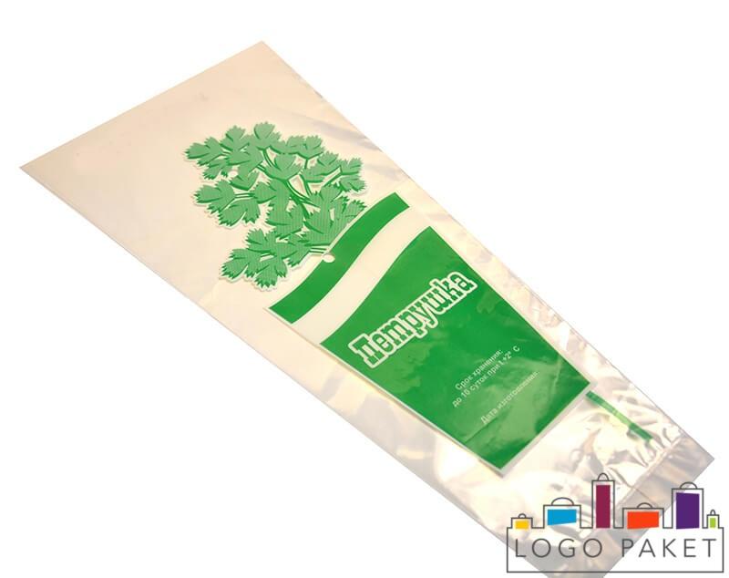 Белый пакет для петрушки с логотипом в виде зелени и надписью, конусообразная форма, перспектива