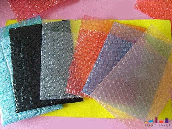 Разноцветные пакеты из воздушно-пузырчатой плёнки