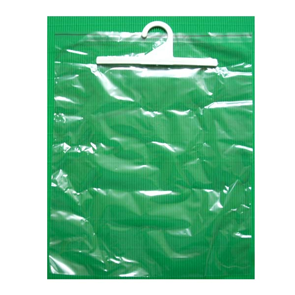 прозрачный пакет на зеленом фоне с клапаном
